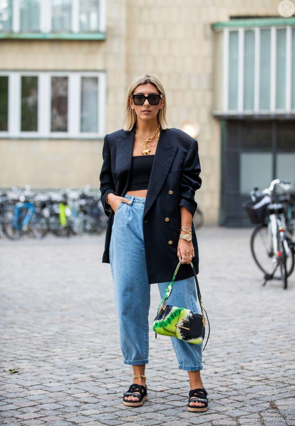 Calça mom jeans + sandália birken: look de verão fresco e estiloso