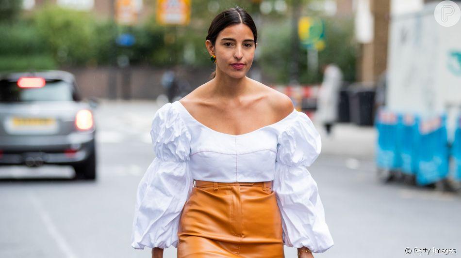 A blusa ombro a ombro é uma das tendências desse verão e permite refrescar o corpo no verão