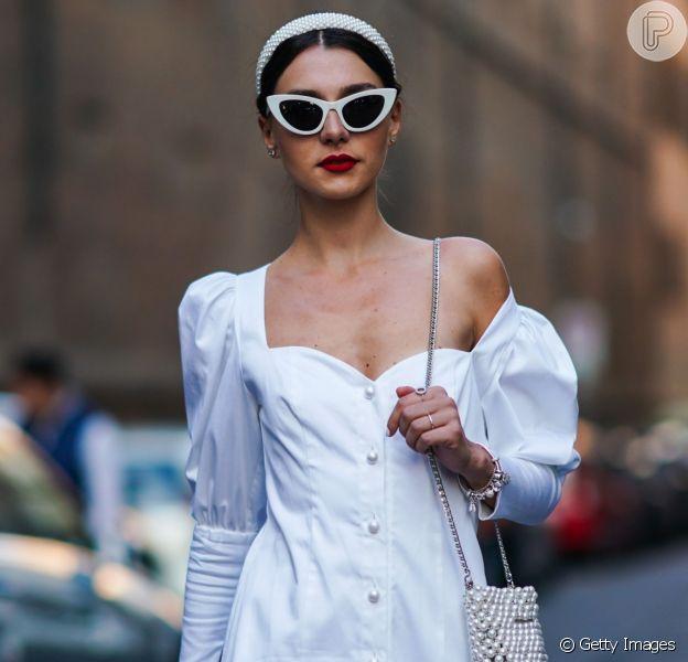 Vestido branco é perfeito para o look de verão, Réveillon e para usar já. Inpire-se nas fotos de street style das fashion weeks