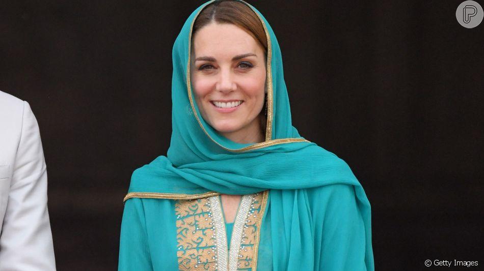 Kate Middleton usa túnica com renda e detalhe chama atenção em visita à mesquita nesta quinta-feira, dia 17 de outubro de 2019