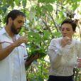 Na novela 'Topíssima', Antonio (Felipe Cunha) e Sophia (Camila Rodrigues) estão encarando a floresta apó sofrerem acidente de helicóptero