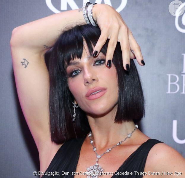 Giovanna Ewbank surge irreconhecível com cabelo chanel e preto no Baile da Bruxa
