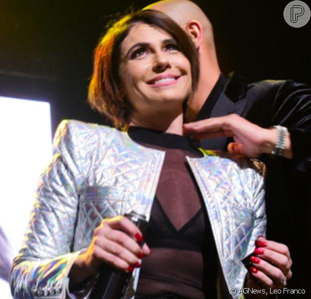 Giovanna Antonelli ganha penteado em evento de beleza