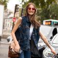 All jeans: look com colete e calça jeans é uma opção para quem gosta de apostar nos conjuntinhos
