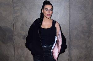 Cleo aposta em mix de texturas em look de festa e é comparada com Kim Kardashian