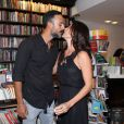 Carolina Ferraz, de 46 anos, e Marcelo Marins, de 37, estão casados há dois anos