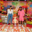 Sol de Maria posou com os pais, Francisco Gil e Laura Fernandez, em festa de aniversário