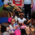 Títi e Bless, filhos de Bruno Gagliasso e Giovanna Ewbank, foram ao aniversário de Sol de Maria