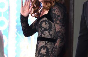 Renda e mangas bufantes: Kate Middleton vai ao teatro com look romântico. Fotos!