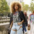 Calça jeans com camiseta: a combinação de peças básicas do guarda-roupa é aposta certeira para o look do verão