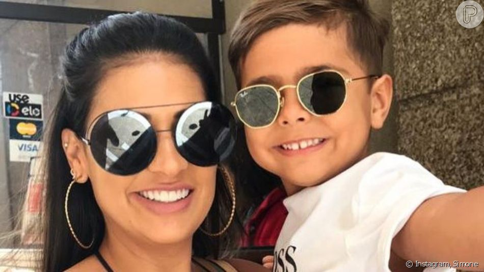 Semelhança entre filho de Simone e marido, Kaká Diniz, impressiona a cantora em vídeo nesta quarta-feira, dia 04 de dezembro de 2019