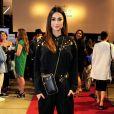 Thaila Ayala aposta em look monocromático preto no Festival do Rio nesta terça-feira, dia 10 de dezembro de 2019