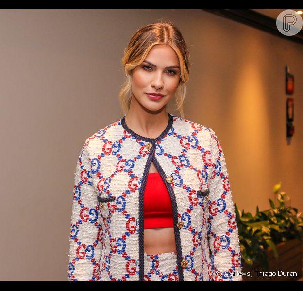 Andressa Suita deixa pernas à mostra em look Gucci com estampa clássica em lançamento de Gusttavo Lima nesta quinta-feira, dia 12 de dezembro de 2019