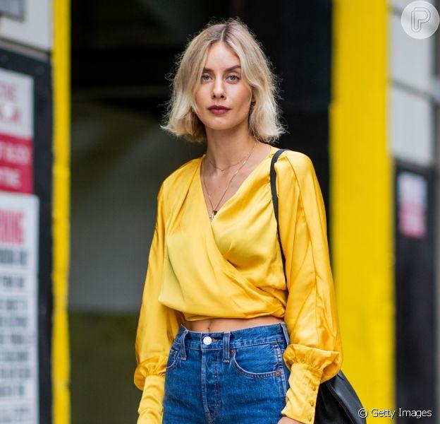 Jeans na moda: blusa transpassada, camisa social e mais opções para usar com a calça em denim e se vestir como uma fashionista. Fotos!