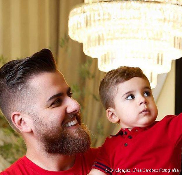 Parceiro de Cristiano, Zé Neto estrelou ensaio de Natal em família com a mulher, Natália Toscano, grávida pela 2ª vez, e o filho, José Filho, de 2 anos