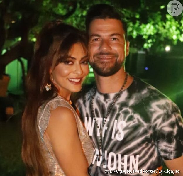 Juliana Paes exibe cabelo ultralongo em look para festa de pré-réveillon com o marido, Carlos Eduardo Baptista, neste domingo, dia 29 de dezembro de 2019