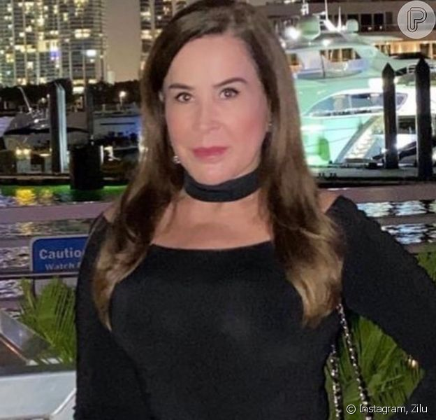 Zilu Godoi apostou em um vestido preto para curtir noite nos EUA em foto publicada nesta segunda-feira, dia 06 de janeiro de 2019