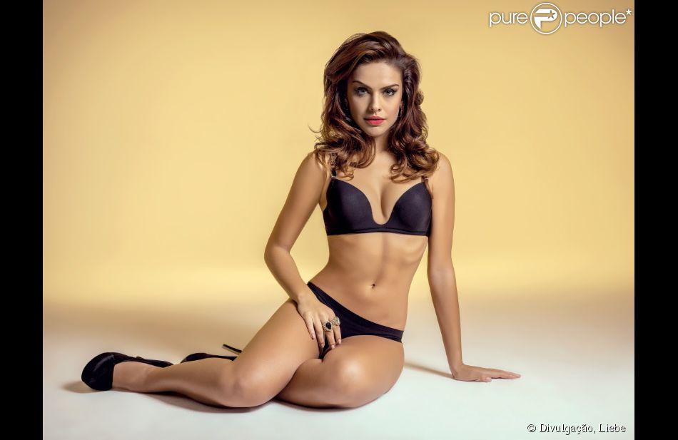 f3bc02fb09eda Paloma Bernardi mostrou seu corpão em um ensaio de lingerie da grife Liebe