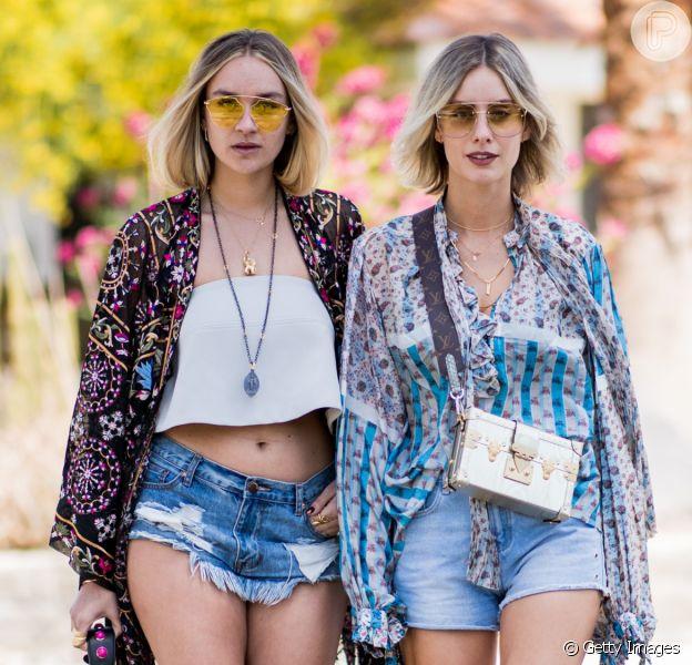 Moda boho chic: vestido floral amplo, blusa ombro a ombro, short jeans e mais peças para montar um look no estilo romântico no verão 2020