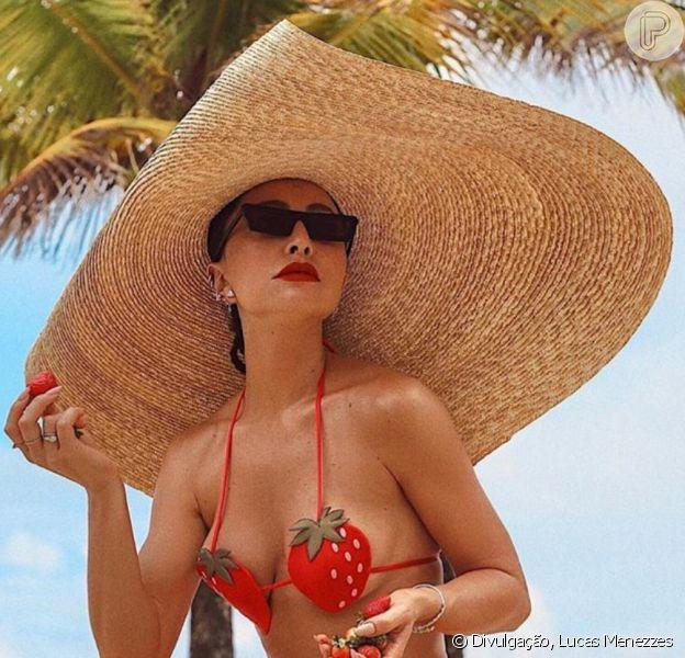 Moda praia: maxi ganha espaço na moda praia em looks de famosas como o de Sabrina Sato. Veja mais em matéria neste