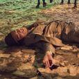 No capítulo desta quarta-feira, 5 de fevereiro de 2020, da novela 'Éramos Seis', Carlos (Danilo Mesquita) é baleado e durante manifestação política