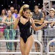 Ex-BBB Munik Nunes mostrou samba no pé em ensaio de Carnaval neste sábado, 8 de fevereiro de 2020