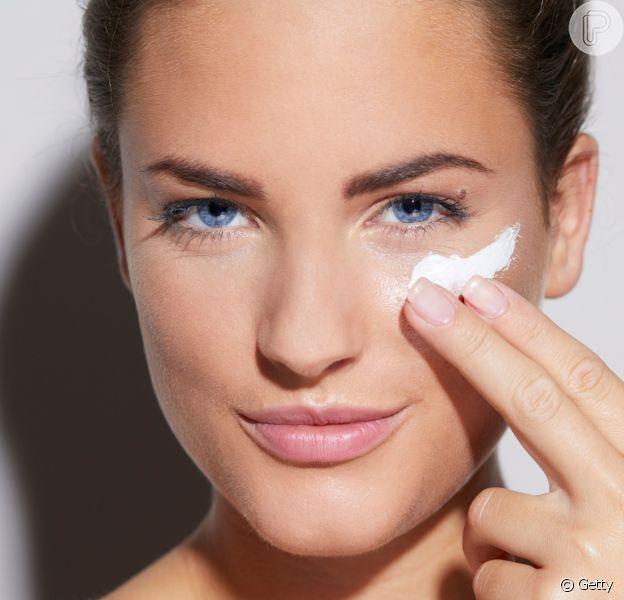 Cuidar da pele durante e depois do Carnaval é essencial para evitar ressecamento e manchas