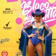 Anitta apostou em um figurino no melhor estilo cowgirl para bloco no Rio de Janeiro