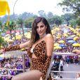 A influencer Nah Cardoso usou look com animal print para o bloco de Anitta