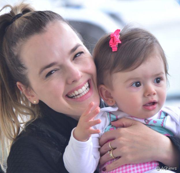 Thaeme Mariôto desembarcou com a filha, Liz, em aeroporto de São Paulo nesta quarta-feira, 4 de março de 2020