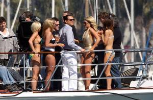 Leonardo DiCaprio, rodeado de mulheres de biquíni, filma longa de Scorsese