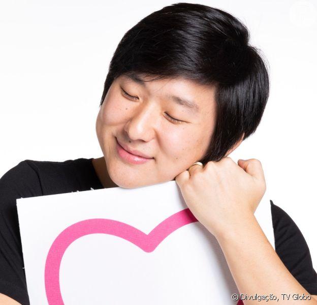 Pyong chora ao conhecer o filho, Jake, em vídeo