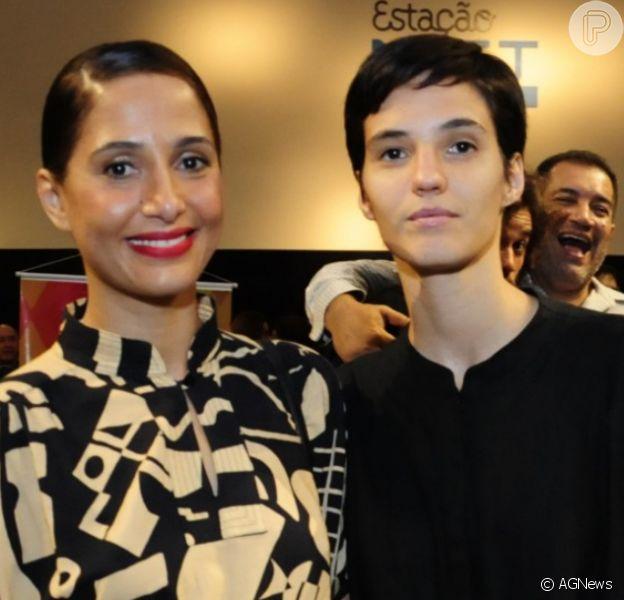 Camila Pitanga foi fotografada pela namorada, Beatriz Coelho, cozinhando: 'Alquimias'