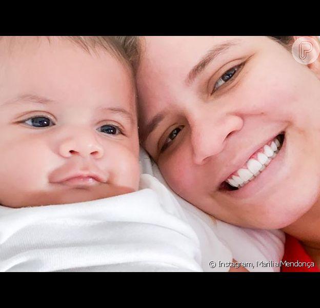 Filho de Marília Mendonça faz 'dueto' com a mãe e diverte famosos em vídeo postado por ela nesta quarta-feira, dia 22 de abril de 2020