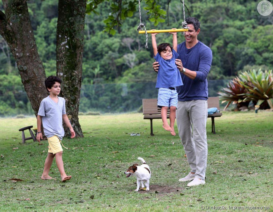 Marcio Garcia encanta ao mostrar foto de treino em família