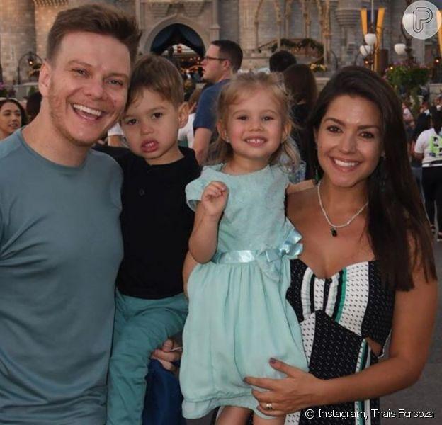 Michel Teló teve de novo cabelo cortado por Thais Fersoza e a filha do casal, Melinda, aprovou resultado: 'Gatão!'