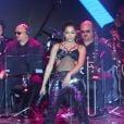 Anitta se apresentou com o look street no Prêmio Multishow