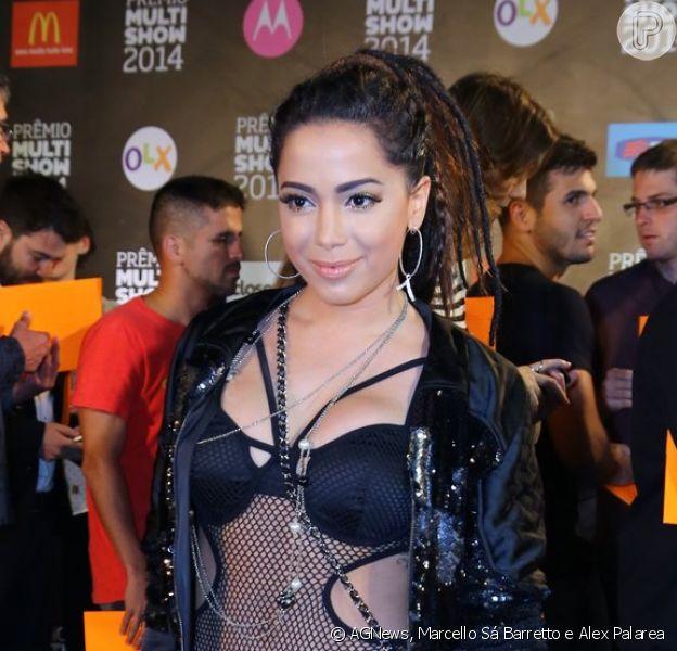 Anitta usou body com transparência e calça larga da coleção que lançará pela Coca-Cola Clothing no Prêmio Multishow, em 28 de outubro de 2014