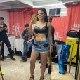 De biquíni, Maraisa deixou corpo à mostra em vídeo com namorado