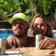 Carol Dantas e Vinicius Martinez celebram casamento com bolo