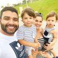 Andressa Suita assumiu que se arrumou para curtir o domingo em casa, com a família