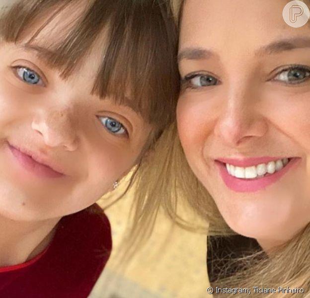 Filha de Ticiane Pinheiro, Rafaella Justus teve cabelo cortado pela mãe por conta da quarentena