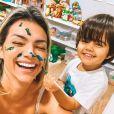 Kelly Key se posiciona frente às críticas em foto no banho com filho caçula: 'Internet tóxica'