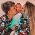 Saulo Poncio e Gabi Brandt vivem com o filho e a família do músico em uma mansão
