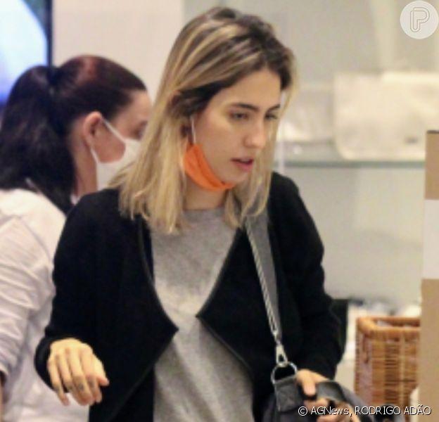 Gabi Brandt aposta em look confortável para ir às compras no Rio de Janeiro