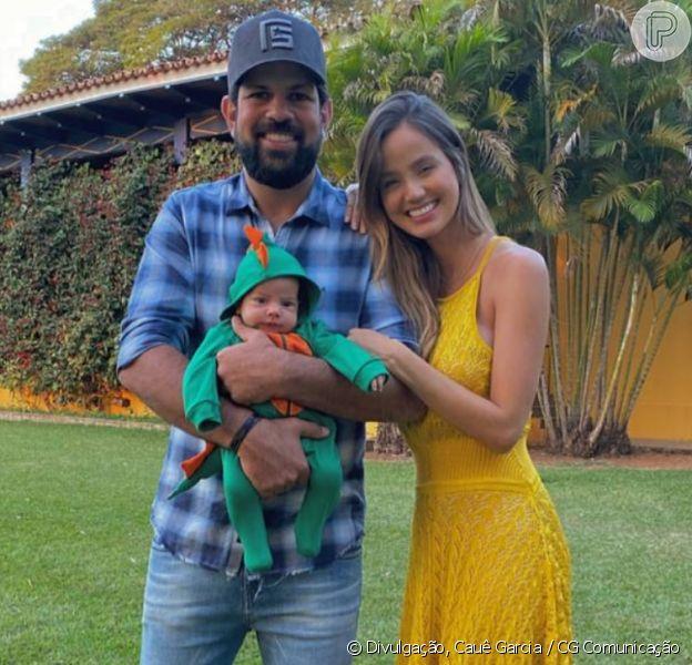 Biah Rodrigues e marido, Socoraba, comemoram 2 meses do filho, Theo