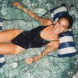 Bruna Marquezine relaxou em família e fez foto em banho de piscina nos Estados Unidos, em fevereiro de 2020
