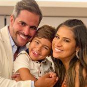 Cantora Simone faz foto na gravidez com filho e marido de look igual: 'Nós 4'