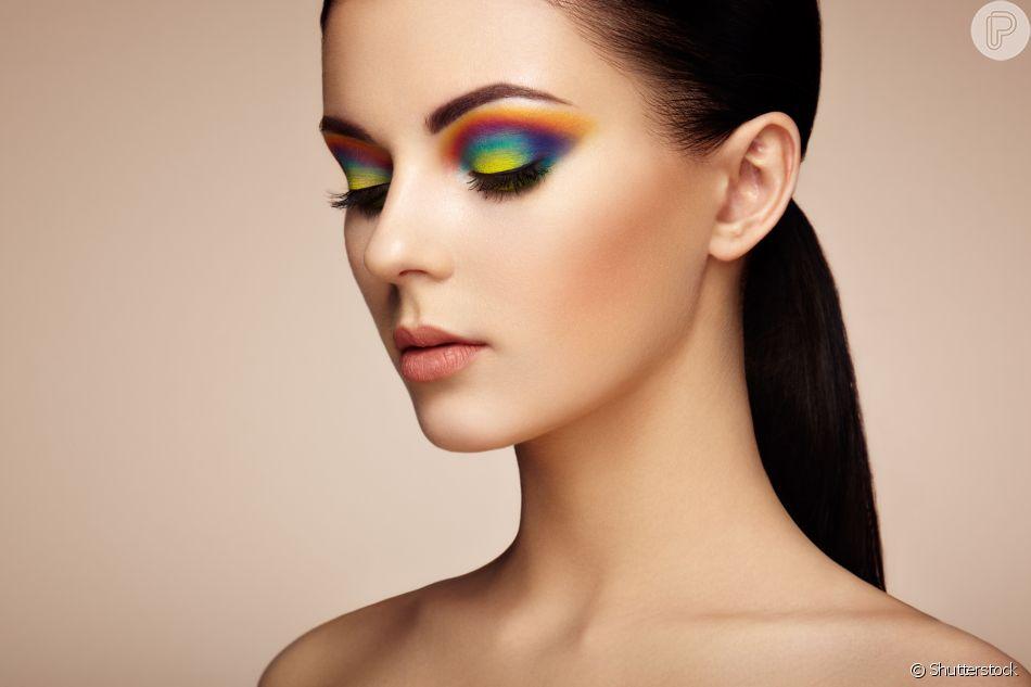 Que tal apostar no degradê para criar uma maquiagem colorida?