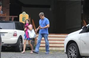 Edson Celulari busca Sophia, sua filha com Claudia Raia, na aula de balé